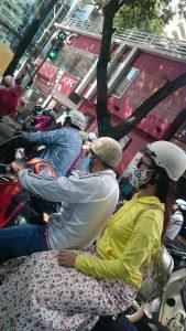 バイクと布マスク
